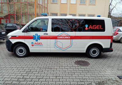 Poliklinika AGEL Česká Třebovápřeváží pacienty novými sanitkami